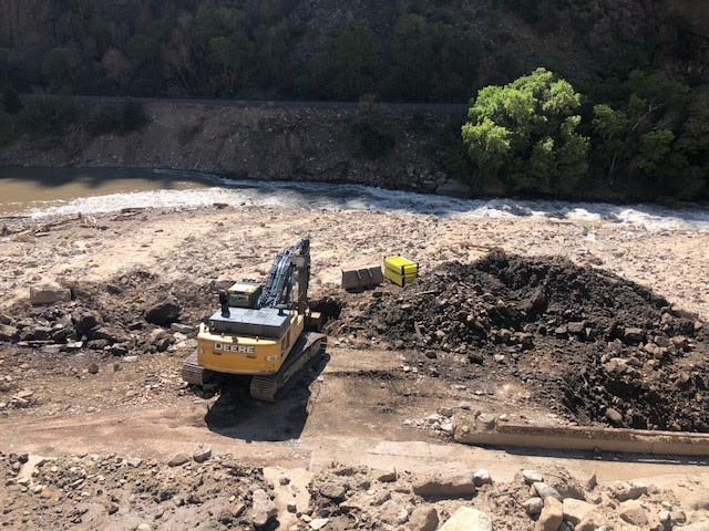 Excavating the Blue Gulch outlet, view from the westbound lanes.
